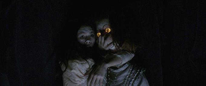 image emilia jones poupée automate ghostland pascal laugier