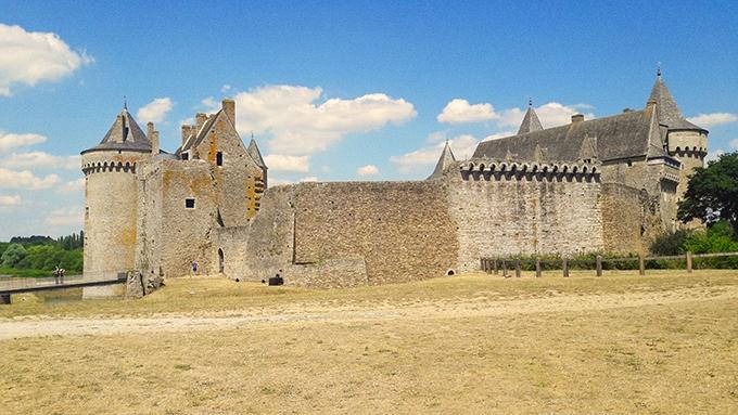 image château de suscinio vu depuis prairie