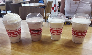 image gros plan milkshakes five guys