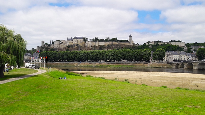 image vue d'ensemble remparts forteresse royale de chinon