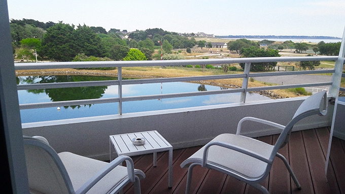 image vue lac et océan depuis terrasse chambre fil de l'eau miramar la cigale hôtel spa et thalasso bretagne