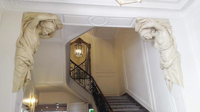 image escalier rez-de-chaussée caryatides hôtel alfred sommier paris madeleine