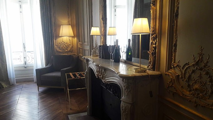 image coin salon cheminée suite dorée hôtel alfred sommier paris madeleine