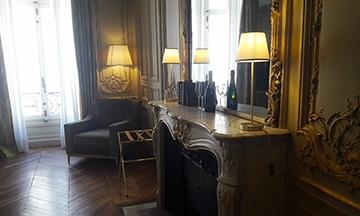 image gros plan salon suite dorée hôtel alfred sommier