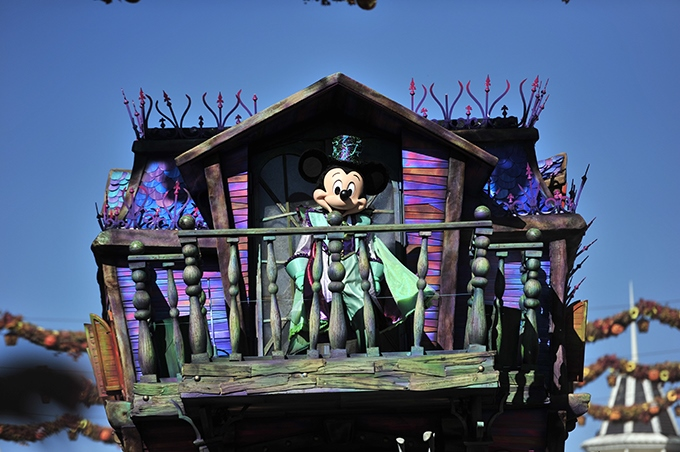 image mickey char le manoir aux illusions halloween parade disneyland paris