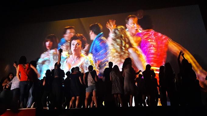image danse générique de fin soirée-karaoké l'écran pop mamma mia 24 juillet 2018