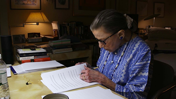 image ruth bader ginsburg au travail rbg documentaire