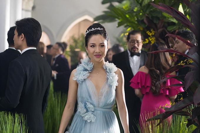 image constance wu robe bleue crazy rich asians