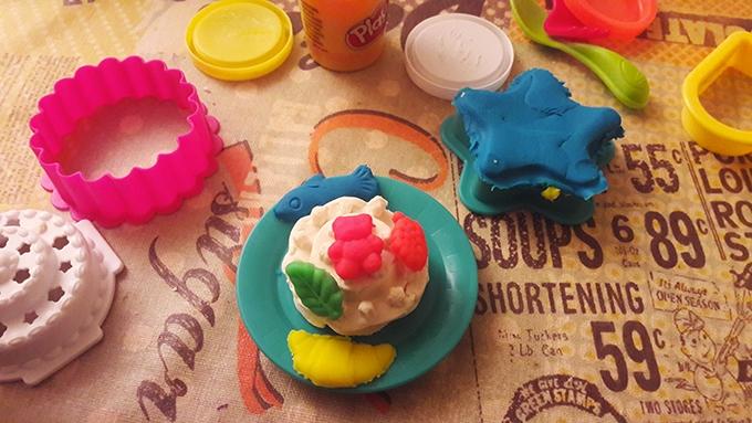 image gâteau pâte à modeler le four magique play-doh