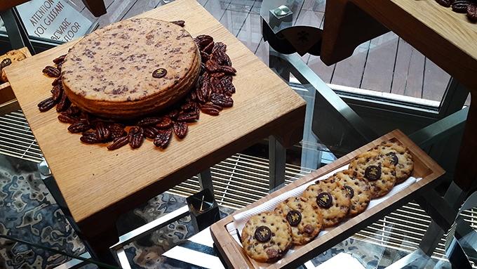 image galette des rois cookies pépites de chocolat noix de pécan hôtel le prince de galles paris
