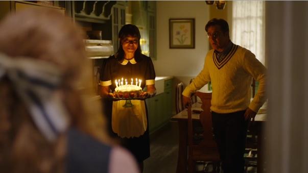 image capture flashback anniversaire camille avec gâteau et bougies sharp objects