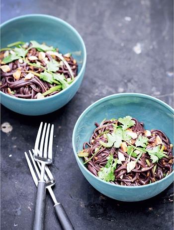 image nouilles de riz noir gngembre piment simplement nigella lawson hachette pratique