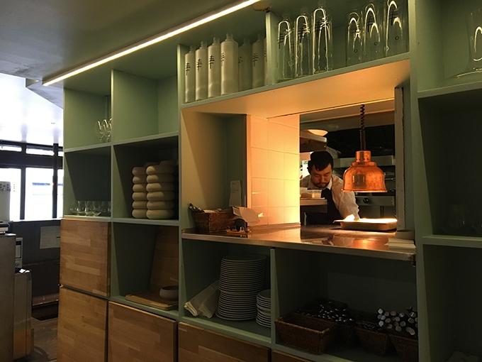 image chef en cuisine restaurant korus paris