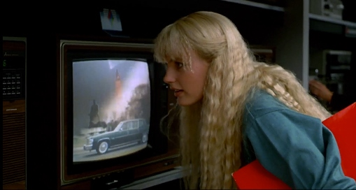 image daryl hannah madison regarde la télévision splash ron howard