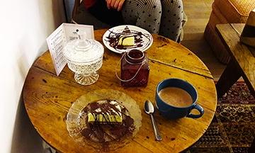 gros plan image cheesecake chocolat chaud ikône lyon
