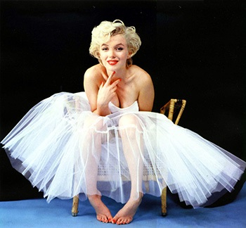 image marilyn monroe par milton greene ballerina sitting