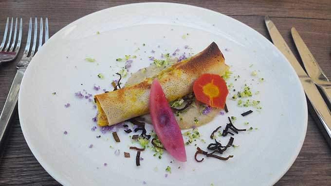 image croustillant de crevettes curcuma topinambours restaurant château de saint-priest