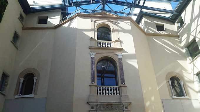 image verrière château de saint-priest façade