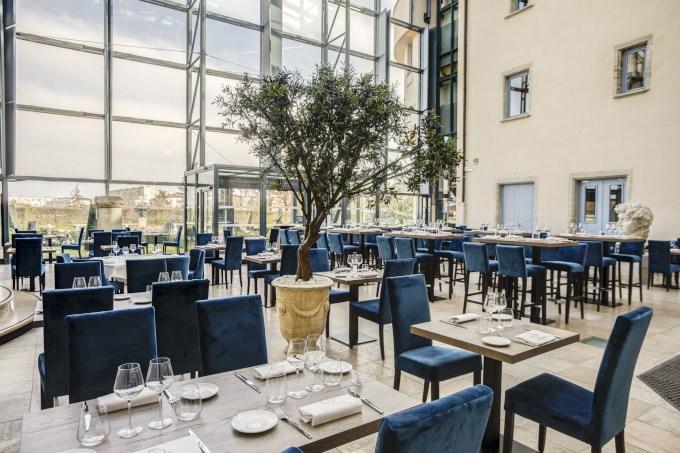 image salle de restaurant du château de saint priest