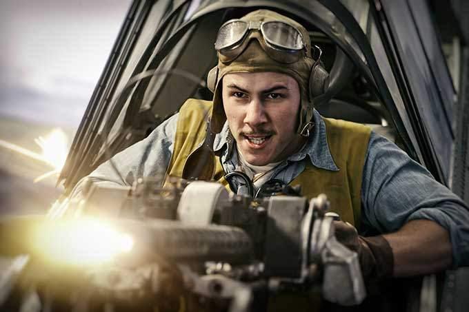 image à l'intérieur d'un avion de chasse film midway de roland emmerich
