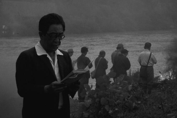 pluie noire de shôhei imamura 1989 scène prières près de l'eau