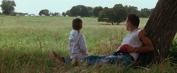 La cavale prend fin. Kevin Costner et T.J. Lowther dans le film Un Monde Parfait (A Perfect World).