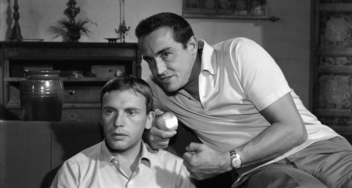 Bruno (Vittorio Gassman) dévoile à Roberto (Jean-Louis Trintignant) le secret camouflé dans la famille idéalisée de ce dernier.