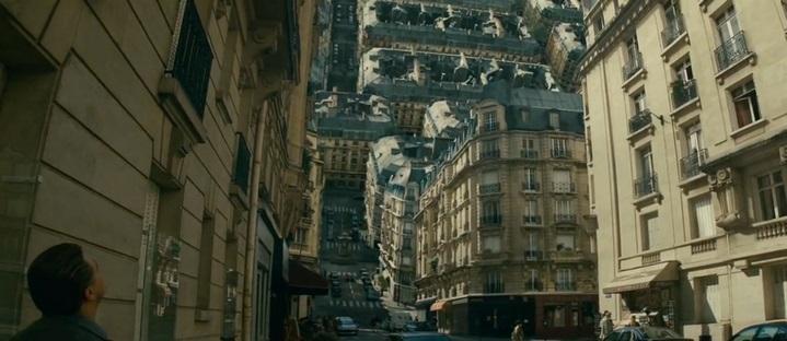 La rue de Paris rêvée dans Inception se replie sur elle-même.