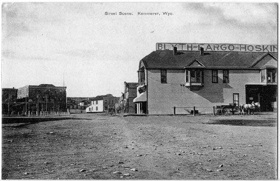 Rue de Kemmerer, Wyoming, vers 1900-1910 (source : http://www.wyomingtalesandtrails.com/kemmerer.html).