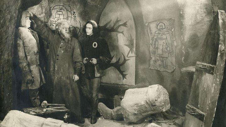 Scène du film Le Golem de Paul Weneger (1920).