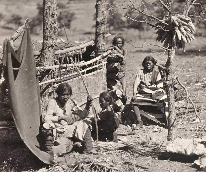 Timothy O'Sullivan, Indiens Navajo, près de Fort Defiance, New Mexico (1873)