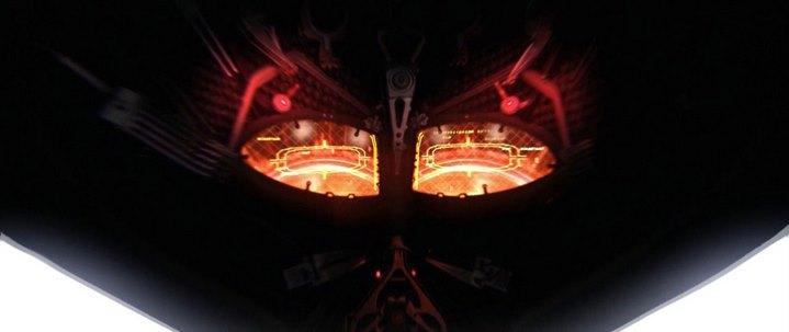 A l'intérieur du casque de Dark Vador à la fin de Star Wars, Episode III, La Revanche des Sith.