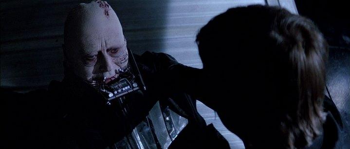 Dark Vador enlève son casque à la fin de Star Wars, Episode VI, Le Retour du Jedi.