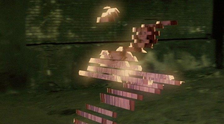 Désintégration d'un avatar dans Avalon de Mamoru Oshii.