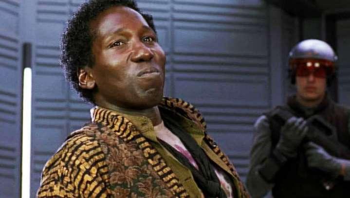Le chauffeur de taxi Benny (Mel Johnson Jr.) dans Total Recall.