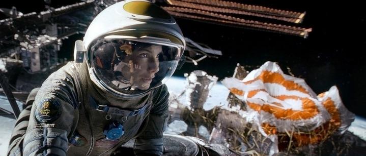 Sandra Bullock astronaute dans Gravity.