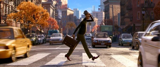 joe traverse la route à new york dans le film soul du studio pixar