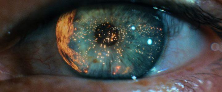 L'oeil en gros-plan qui ouvre le film Blade Runner de Ridley Scott.
