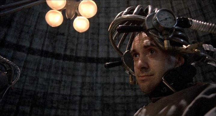 Sam Lowry (Jonathan Pryce) lobotomisé à la fin du film Brazil de Terry Gilliam (1984).