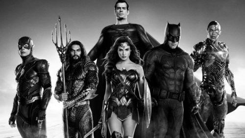 L'équipe Justice League de DC Comics : Flash, Aquaman, Superman, Wonder Woman, Batman, Cyborg