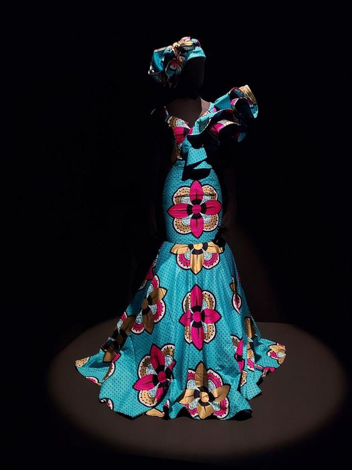"""Une robe en wax exposée dans """"Une Afrique en couleurs"""" du Musée des Confluences de Lyon."""