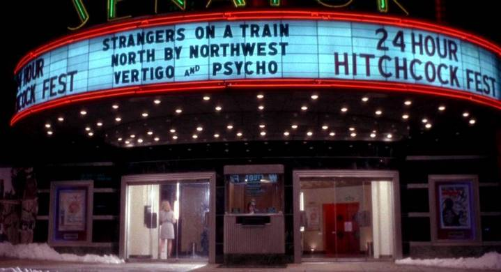 Le cinéma où se réfugie James Cole et sa psychiatre dans L'Armée des 12 singes de Terry Gilliam.