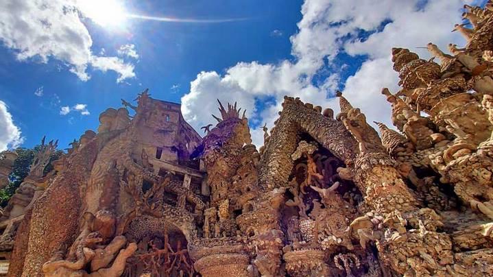 Façade Est du Palais idéal du Facteur Cheval. © Culturellement Vôtre