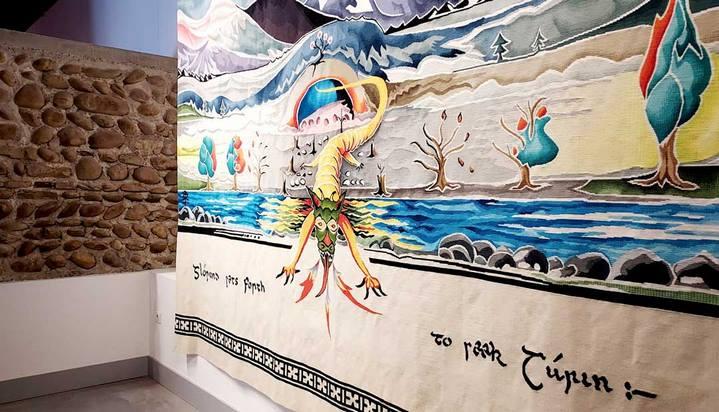 """""""Glorund sets forth to seek Turin"""" (Tapisserie, 3,25 m x 3,50 m, Cité internationale de la tapisserie à Aubusson, 2018), d'après l'aquarelle réalisée par J.R.R. Tolkien (1927). © Culturellement Vôtre"""