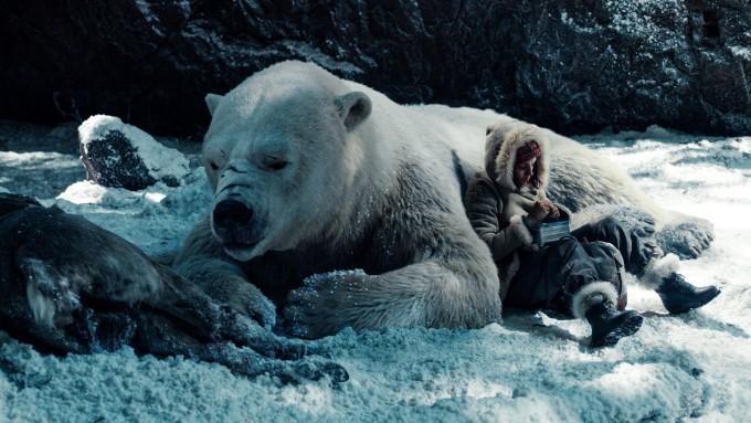 l'ours panserbjorne iorek byrnison et lyra bellacqua dans his dark materials saison 1